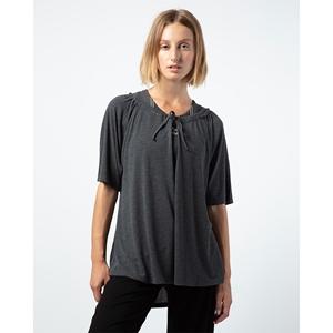 Oversize neckline to tighten tee-shirt