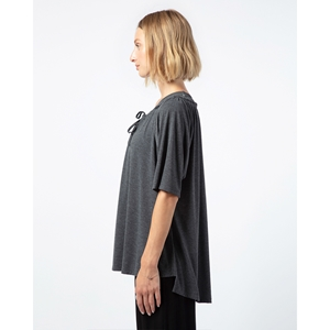 Oversize neckline to tighten tee-shirt Second